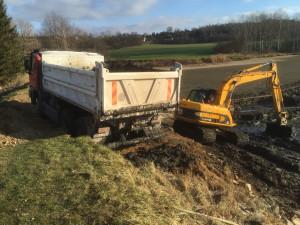Odbahňování rybníku JCB JS 145 a Tatra 815 Terrno1