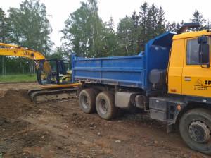 Tatra 815 S2 a JCB JS 145